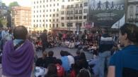Ejercicio de agudeza visual. Encuentre las 2.000 diferencias entre estas dos fotos, tomadas a la misma hora (20:00h) en el mismo lugar (Plaza Arriaga de Bilbao), pero de días distintos....